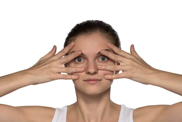 rolling-eye-exercise-to-reduce-under-eye-hollows